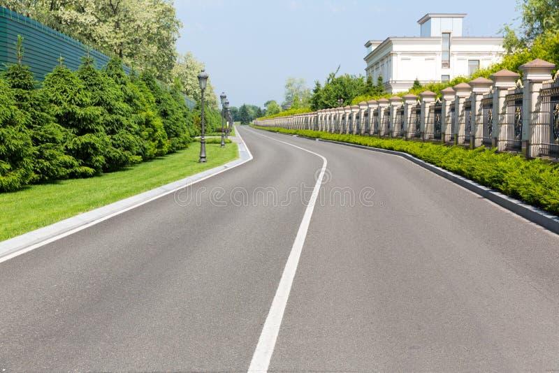 Lege asfaltweg royalty-vrije stock afbeelding