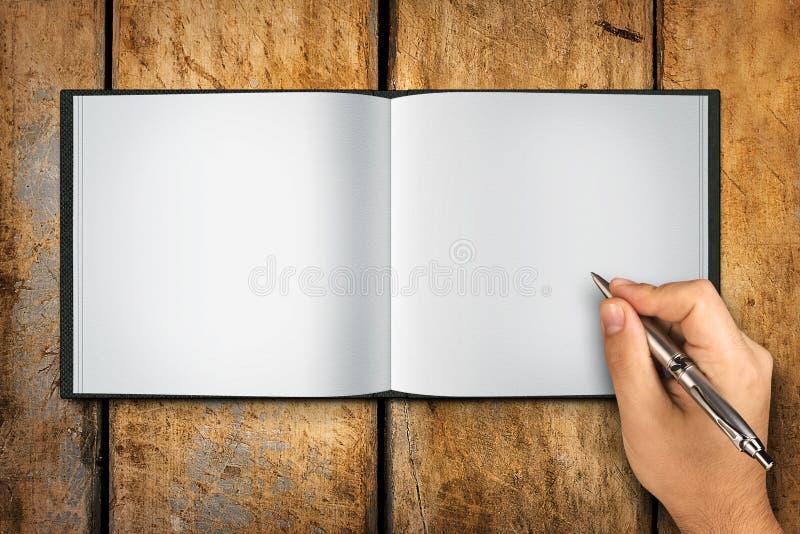 Lege Boek Open Hand het Schrijven Pen royalty-vrije stock afbeeldingen