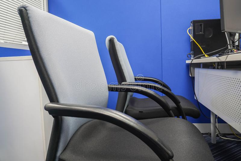 Lege bureaustoel voor vergadering en interne bespreking op het werk royalty-vrije stock foto's