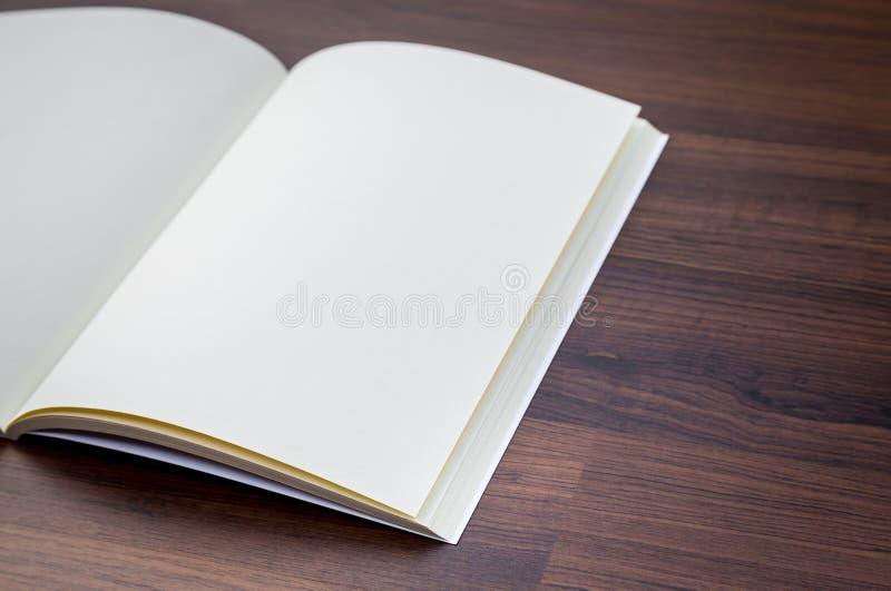 Lege catalogus, tijdschriften, boekspot omhoog stock foto's