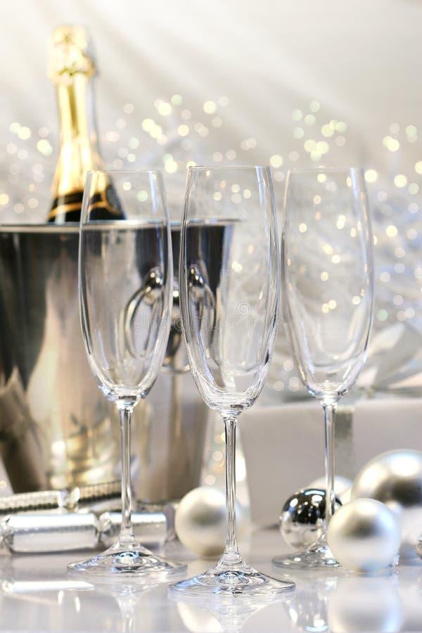 Lege champagneglazen stock afbeeldingen