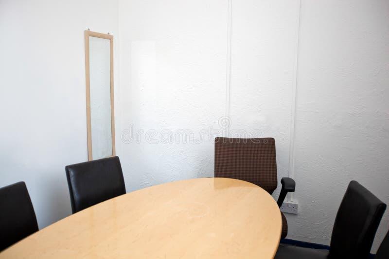 Lege conferentieruimte in televisiestudio stock afbeelding