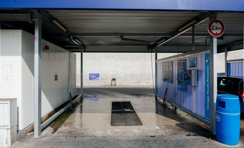Lege de autowasserettepost van olifantsbleu stock afbeeldingen