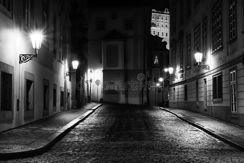 Lege die straat van Praag op het kwart van Malà ¡ Strana, een vreedzaam en geheimzinnig gebied van dit kapitaal wordt gevestigd royalty-vrije stock fotografie