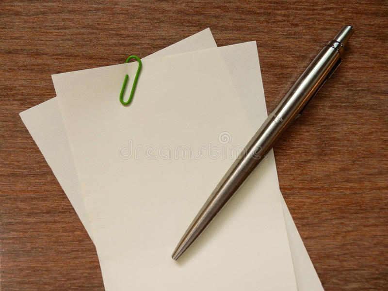 Lege document nota en pen (notaruimte) royalty-vrije stock afbeeldingen