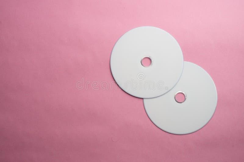 Lege DVD-CD schijf op kleurrijke achtergrond royalty-vrije stock foto
