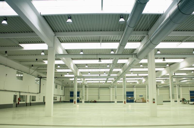 Lege fabriek stock afbeeldingen