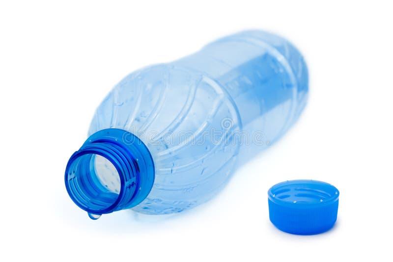 Lege fles en waterdaling stock fotografie