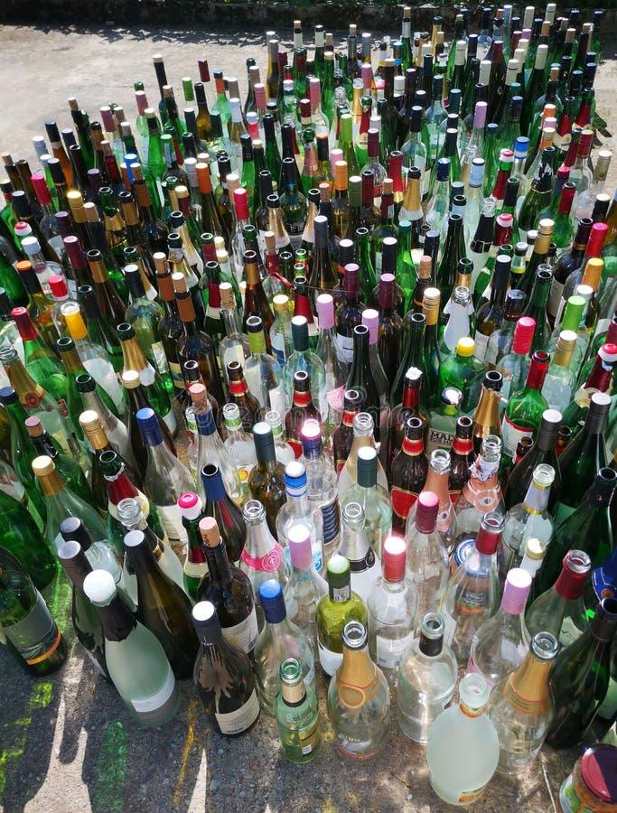 Lege flessen na een partij royalty-vrije stock foto's