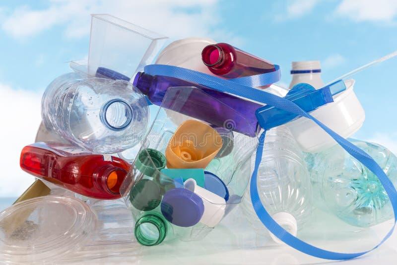 Lege gebruikte plastic verpakking en flessen voor recycling royalty-vrije stock foto's