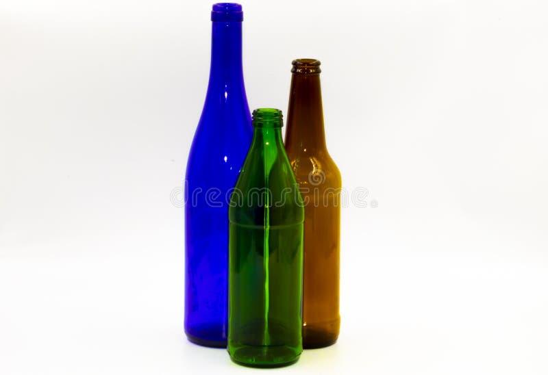 Lege glasflessen op een witte achtergrond stock afbeeldingen