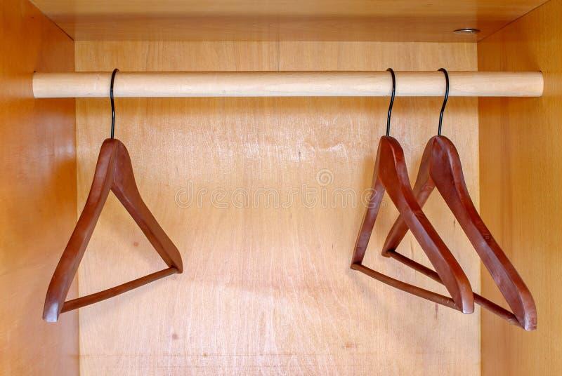 Lege hangers royalty-vrije stock afbeeldingen