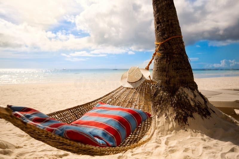 Lege hangmat op zon stock foto's