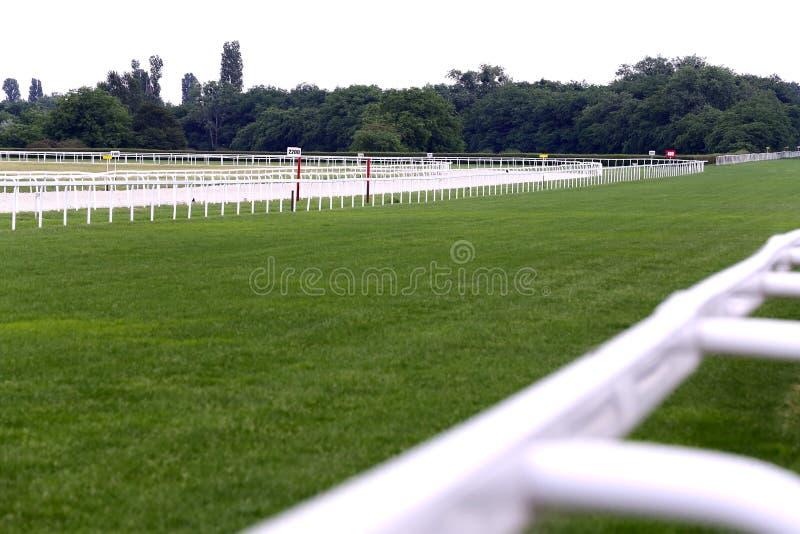 Lege het rennen spoorrenbaan zonder paarden en ruiters royalty-vrije stock afbeeldingen