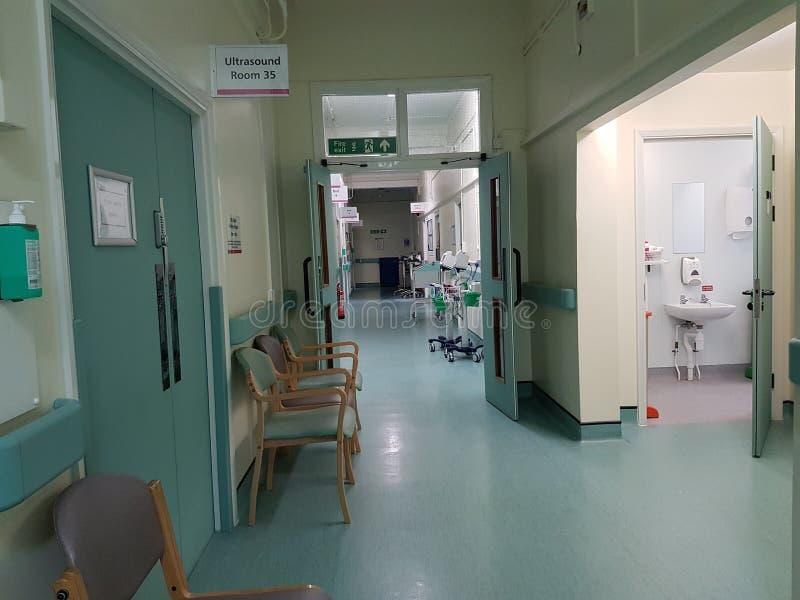 Lege het ziekenhuisgang stock afbeeldingen