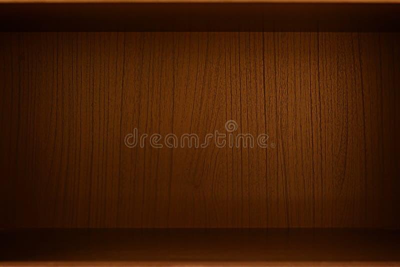 Lege houten doos, kabinet of boekenkast als achtergrond royalty-vrije stock afbeeldingen