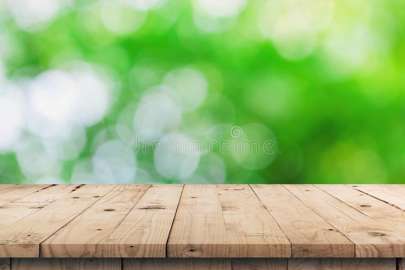 Lege houten lijstbovenkant en de groene montering van de bokehvertoning voor produ stock afbeeldingen