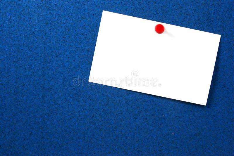 Lege kaart die op blauw in het nauw wordt gedreven royalty-vrije stock foto's