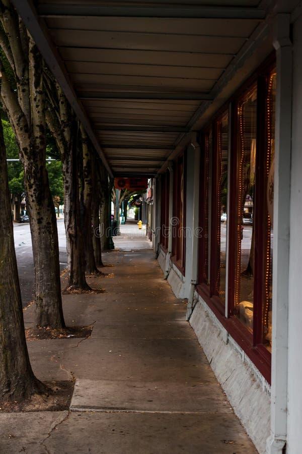 Lege kleinhandelsstorefront behandelde stoep royalty-vrije stock fotografie