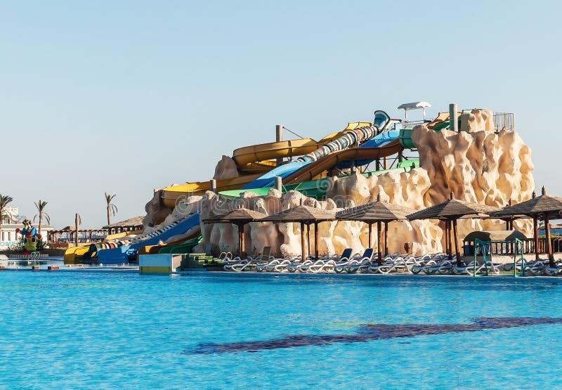 Lege kleurrijke waterdia's en een zwembad Egipet Hurgada Gouden 5, 7 Oktober, 2016 stock foto