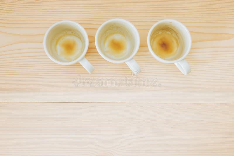 Lege koppen van espresso/koffie stock foto's
