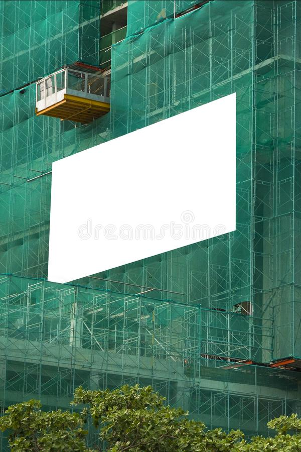 Lege model openlucht reclame met exemplaarruimte op de muur stock foto