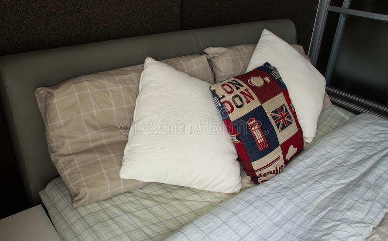 Lege moderne slaapkamer stock afbeeldingen