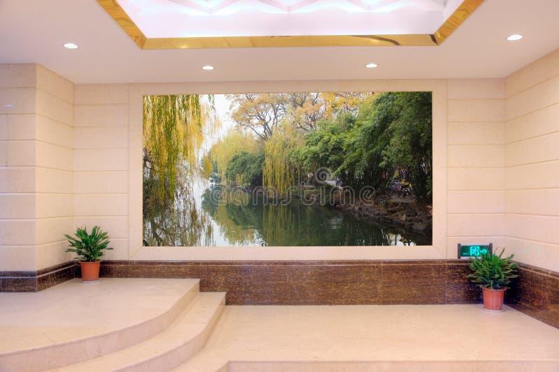 Lege moderne zaal met landschap stock fotografie