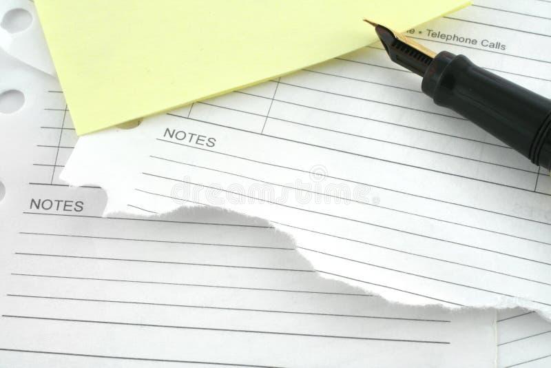 Lege notitieboekjepagina's en pen royalty-vrije stock afbeeldingen