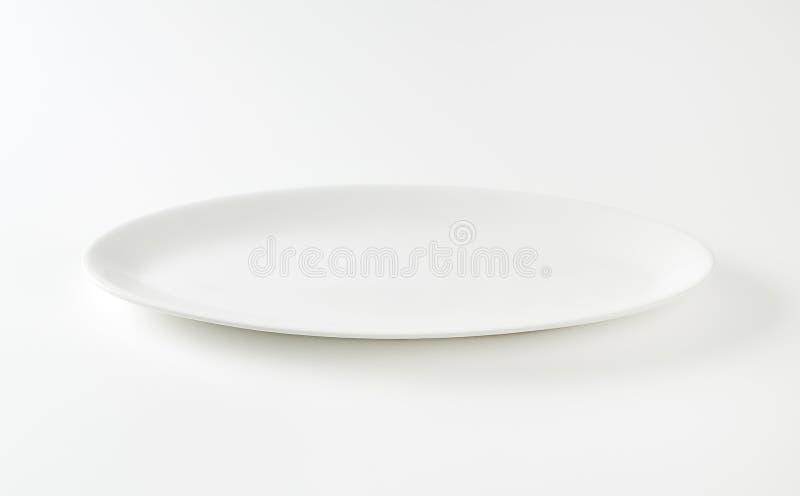 Lege ovale witte plaat royalty-vrije stock fotografie