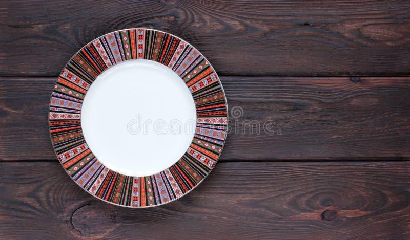 Lege plaat op de houten Mening van de lijstbovenkant met Tekst Ruimtegoed stock fotografie