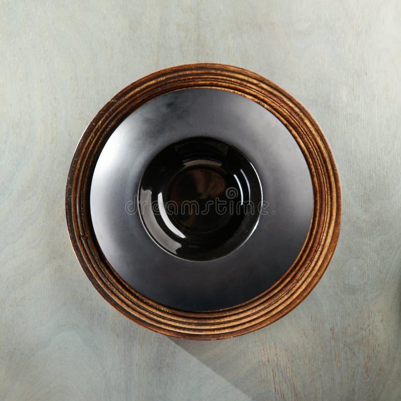 Lege Plaat op Gray Wood royalty-vrije stock afbeelding