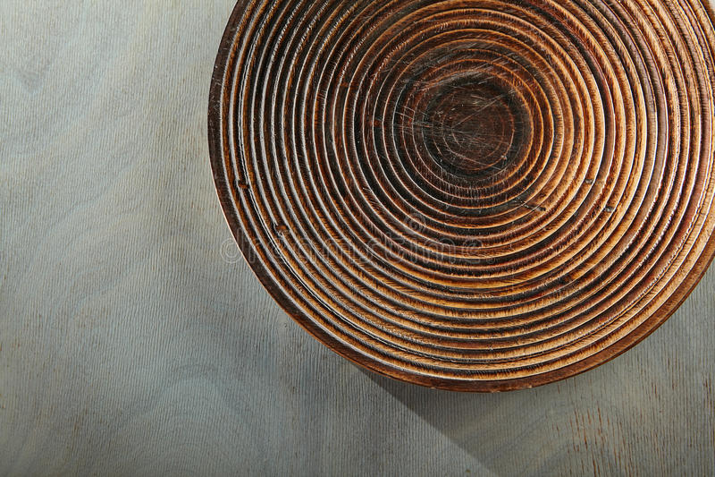Lege Plaat op Gray Wood royalty-vrije stock afbeeldingen