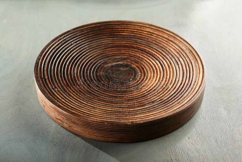 Lege Plaat op Gray Wood stock foto