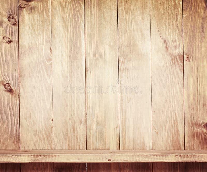 Lege plank op houten achtergrond stock foto's