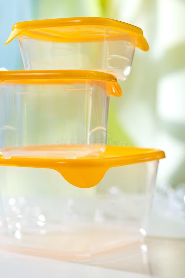 Lege plastic voedseldozen stock afbeeldingen