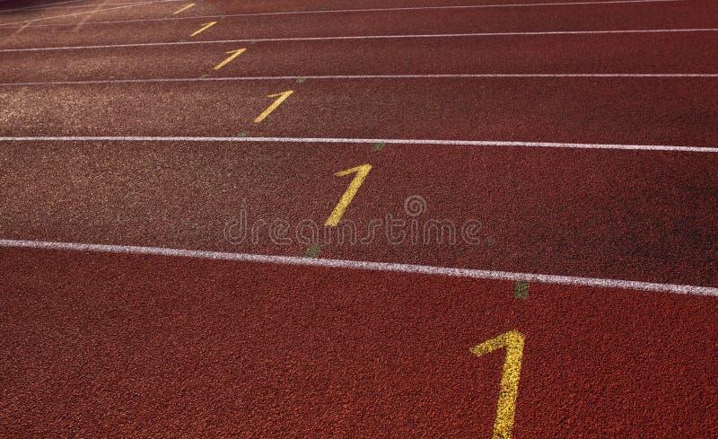 Lege rode renbaan voor atletiek royalty-vrije stock fotografie