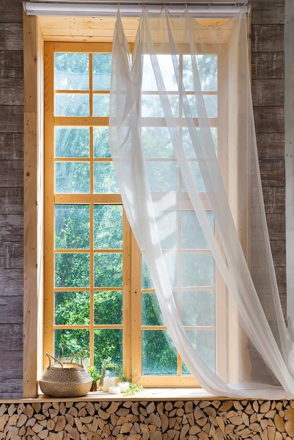 Lege ruimte, houten venster met met gordijn en venster royalty-vrije stock foto's