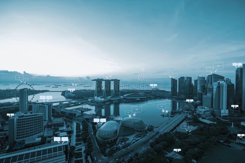 Lege ruimte voor tekst op de stad en de bellenpraatje van Singapore voor commu stock foto's