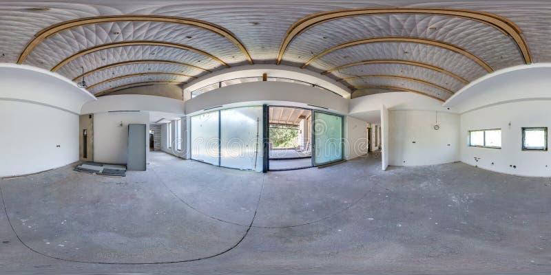 Lege ruimte zonder reparatie volledig naadloos sferisch hdripanorama 360 van de hoekgraden mening in binnenland van witte zolderr stock afbeeldingen