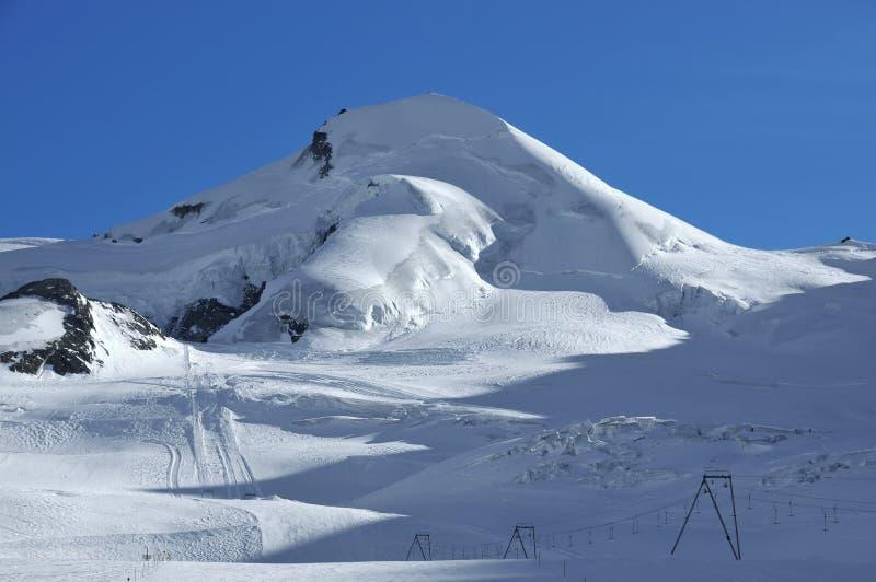 Lege skihellingen bij Prijs Saas stock afbeeldingen
