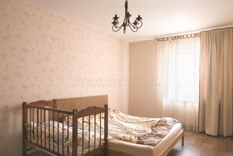 Lege Slaapkamer met Voederbak royalty-vrije stock afbeeldingen