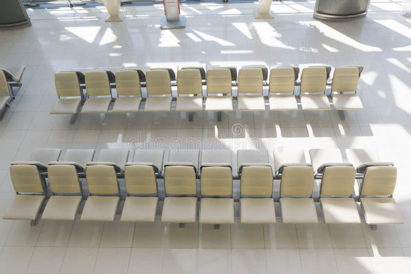 Lege stoel voor passagiers die bij luchthavens inschepen royalty-vrije stock foto