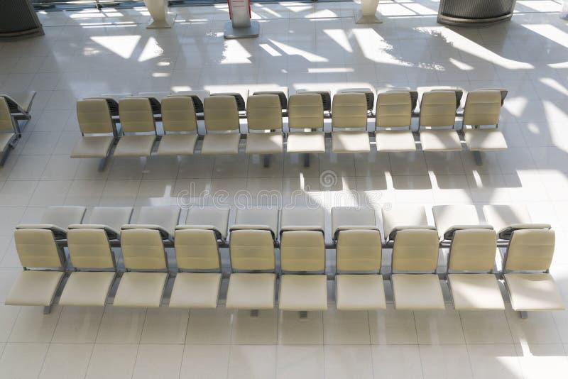 Lege stoel voor passagiers die bij luchthavens inschepen royalty-vrije stock afbeeldingen