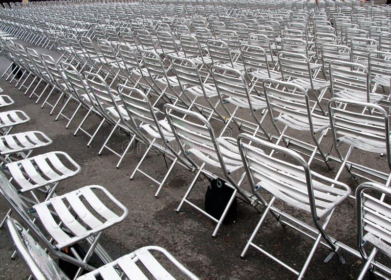 Lege stoelen stock foto