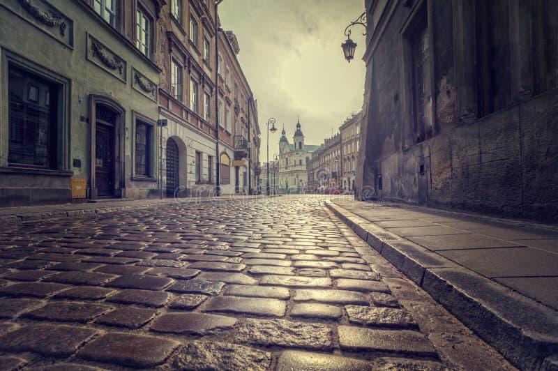 Lege straat in oude stad stock fotografie