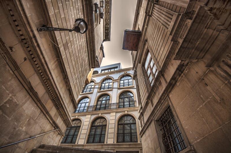 Lege straat in oude stad van Baku, Azerbeidzjan Oude stad Baku Binnenstadsgebouwen royalty-vrije stock afbeeldingen
