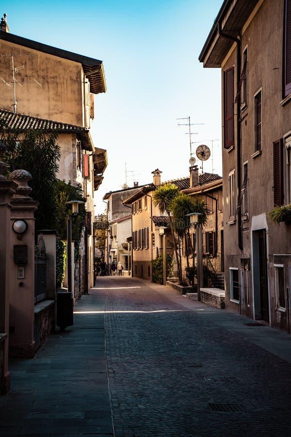 Lege straat in Sirmione, Italië stock foto's