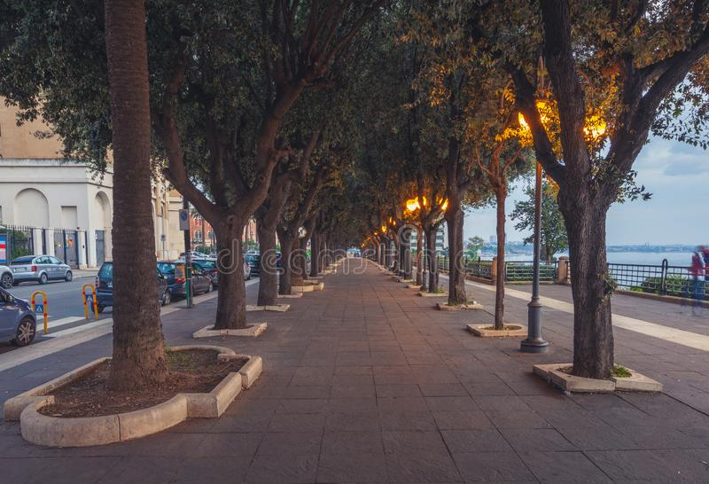 Lege straten van een mooie kust van Taranto met een adembenemende architectuur royalty-vrije stock afbeeldingen