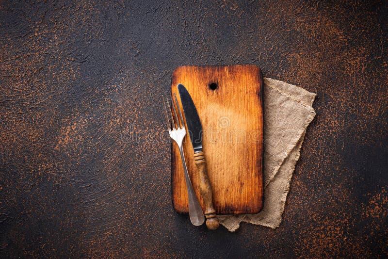 Download Lege Uitstekende Scherpe Raad Met Vork En Mes Stock Foto - Afbeelding bestaande uit vork, rustic: 114226726